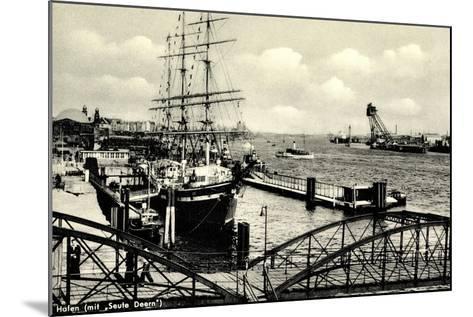 Hamburg, Hafen, Angelegtes Segelschiff Seute Deern--Mounted Giclee Print