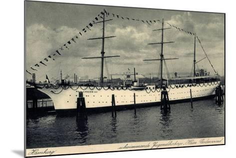 Hamburg, Segelschiff Hein Godenwind, Jugendschiff--Mounted Giclee Print