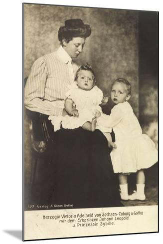 Herzogin Victoria Adelheid, Erbprinz Leopold, Sybille--Mounted Giclee Print