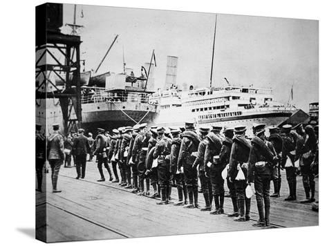 Troops of the British Expeditionary Force Embarking on a Troopship for France, 1914--Stretched Canvas Print