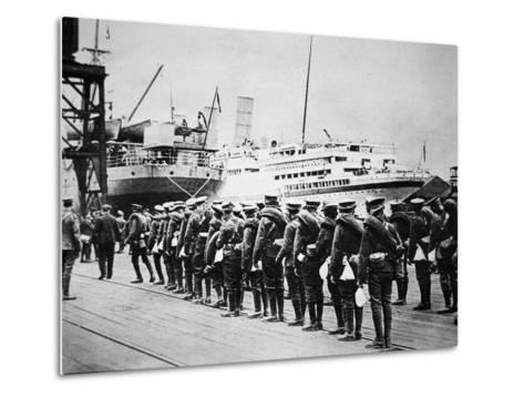 Troops of the British Expeditionary Force Embarking on a Troopship for France, 1914--Metal Print