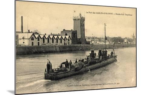 Le Port Des Sables D'Olonne, Entrée D'Un Torpilleur--Mounted Giclee Print