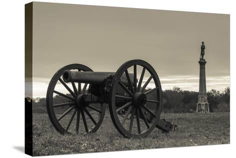 USA, Pennsylvania, Gettysburg, Battlefield Monument and Cannon-Walter Bibikow-Stretched Canvas Print