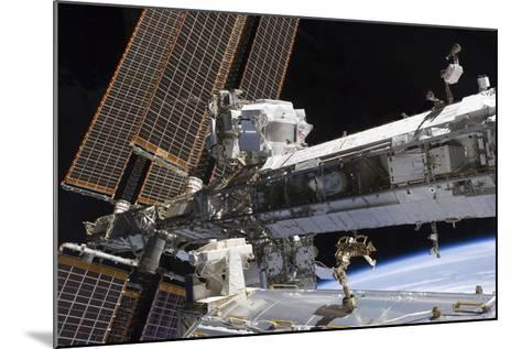The Starboard Truss of the International Space Station--Mounted Photographic Print