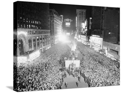 VIEW OF A CROWDED TIMES Square, NEW YORK City, ON NEW YEARS Eve, 1942-Archive Holdings Inc.-Stretched Canvas Print