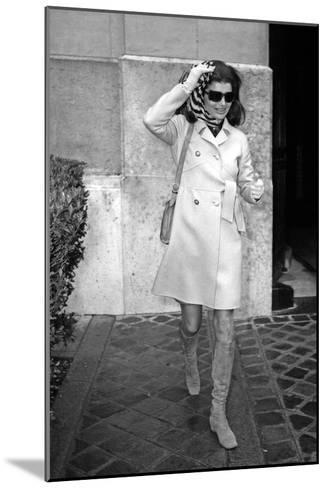 Jackie Kennedy Onassis (Nina Ricci Sunglasses, Gucci Bag) Leaving Crillon Hotel, Paris, 1970--Mounted Photo