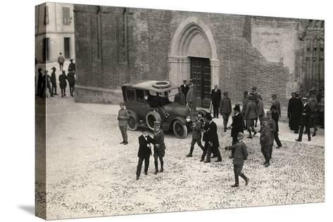 World War I Soldiers with General Porro and General Della Noce Di Caporiacco-Ugo Ojetti-Stretched Canvas Print