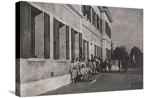 First World War: A Group of Wounded Soldiers at the Military Hospital in Front of Cervignano--Stretched Canvas Print