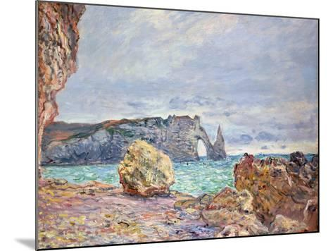 Etretat, Beach and Falaise D'Aval, 1884-Claude Monet-Mounted Giclee Print