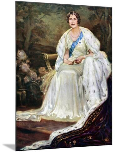 Queen Elizabeth in Coronation Robes, 1937--Mounted Giclee Print