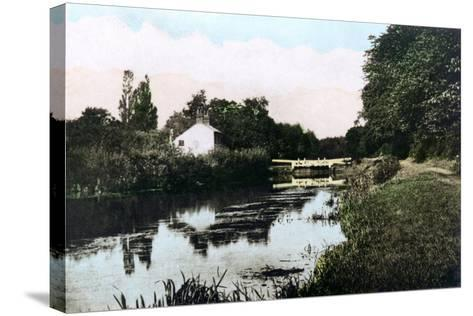 Sonning Lock on the River Thames, Berkshire, 1926--Stretched Canvas Print