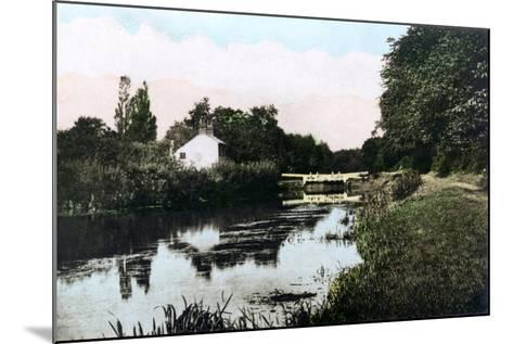 Sonning Lock on the River Thames, Berkshire, 1926--Mounted Giclee Print