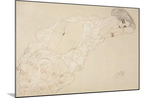 Reclining Nude Lying on Her Stomach and Facing Right, 1910-Gustav Klimt-Mounted Giclee Print