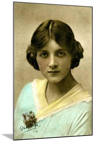 Gladys Cooper (1888-197), English Actress, Early 20th Century--Mounted Giclee Print