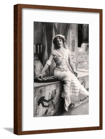 Madge Vincent, Singer and Actress, 1900s--Framed Art Print