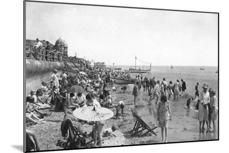 Holidaymakers on Bognor Regis Seafront, West Sussex, C1900s-1920S--Mounted Giclee Print