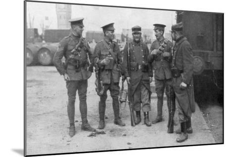 British and French Troops Fraternising, France, August 1914--Mounted Giclee Print