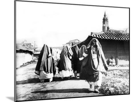 Women, Nam San, Korea, 1900--Mounted Giclee Print