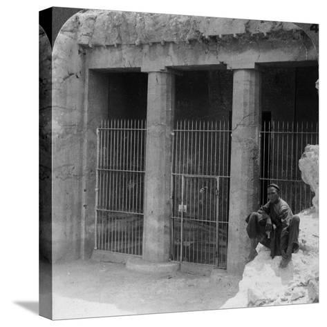 The Tomb of a Feudal Lord at Beni Hasan, Built About 1900 BC, Egypt, 1905-Underwood & Underwood-Stretched Canvas Print