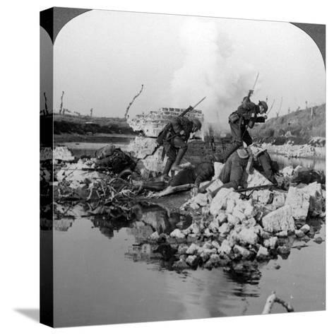 British Soldiers in Action at the Crozat Canal, France, World War I, 1914-1918--Stretched Canvas Print