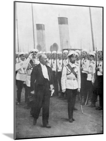 Tsar Nicholas II with French President Raymond Poincare, 1914--Mounted Giclee Print