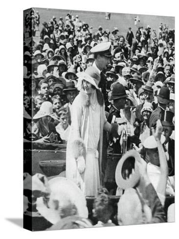 The Duke and Duchess Mobbed by Crowds in Auckland, 1927--Stretched Canvas Print
