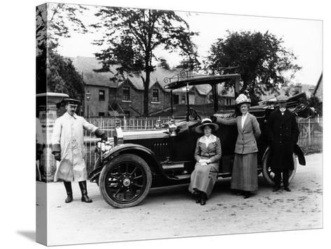 People with a 1914 Singer--Stretched Canvas Print