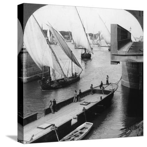 The Great Nile Bridge, Cairo, Egypt, 1905-Underwood & Underwood-Stretched Canvas Print