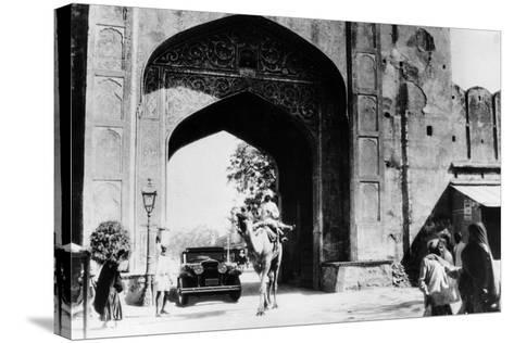 1930 Cadillac Saloon Beneath the Amber Gate, Jaipur, India, (C193)--Stretched Canvas Print