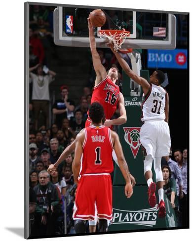 Chicago Bulls v Milwaukee Bucks - Game Three-Gary Dineen-Mounted Photo