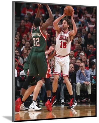 Milwaukee Bucks v Chicago Bulls - Game Two-Gary Dineen-Mounted Photo