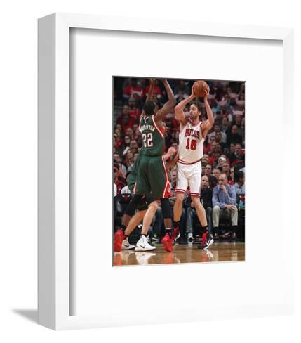 Milwaukee Bucks v Chicago Bulls - Game Two-Gary Dineen-Framed Art Print
