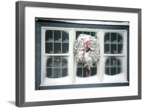A Window at Maine\'s Nubble Lighthouse Is Festively Decorated for ...