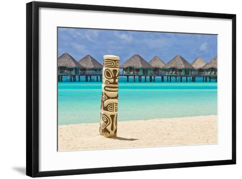 A Tiki Totem Pole on the Beach at the Le Meridien Resort-Mike Theiss-Framed Art Print