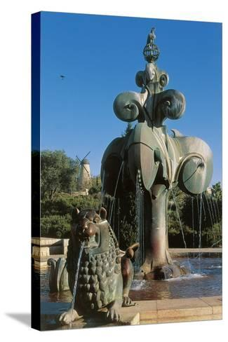Lions' Fountain in Bloomfield Garden--Stretched Canvas Print