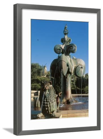 Lions' Fountain in Bloomfield Garden--Framed Art Print