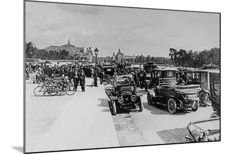Requisition of Automobiles on the Esplanade Des Invalides, Paris, 16 August 1914--Mounted Giclee Print