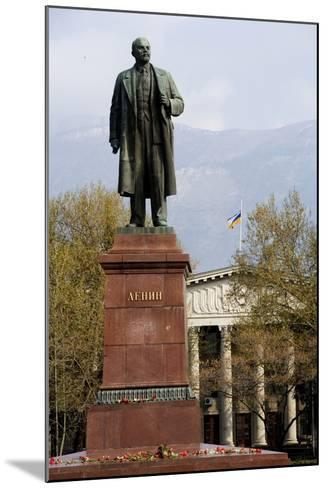 Statue of Lenin (1870-1924), Lenin Square, Yalta, Crimea, Ukraine--Mounted Photographic Print