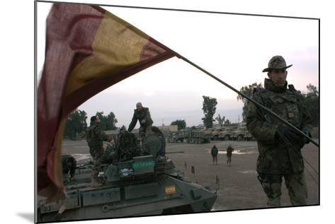Spanish Troops Patrol the Streets of Diwaniyah, Iraq--Mounted Photographic Print