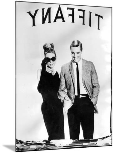 Audrey Hepburn and George Peppard in Breakfast at Tiffany's, 1960--Mounted Photographic Print