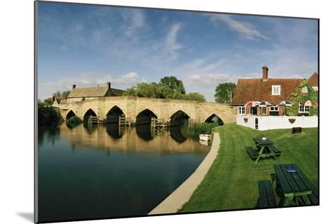 Newbridge, a 14th Century Stone Bridge, over the Thames River-Macduff Everton-Mounted Photographic Print