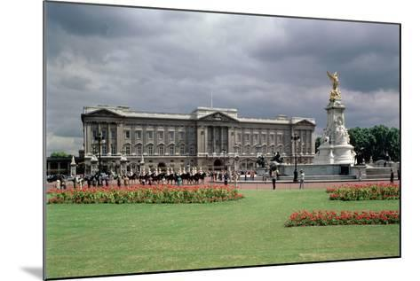 Buckingham Palace--Mounted Photographic Print