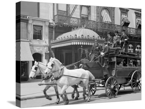 A 5th Ave. (Fifth Avenue) Stage, New York, N.Y.--Stretched Canvas Print
