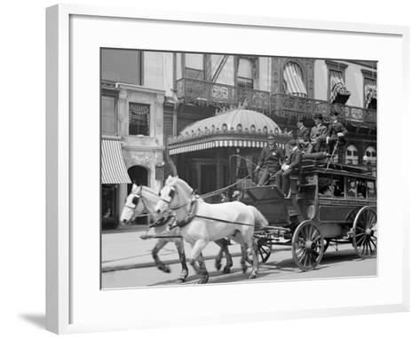 A 5th Ave. (Fifth Avenue) Stage, New York, N.Y.--Framed Art Print