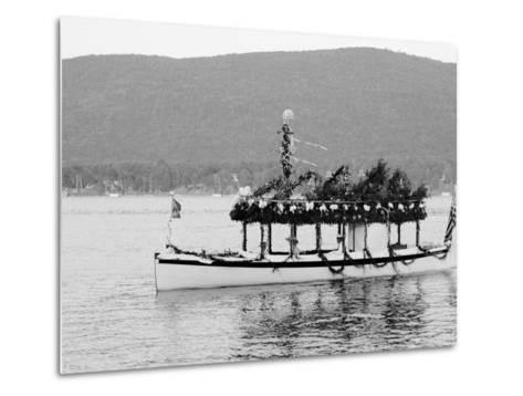Yacht Etto, Regatta Day, Fort Willam Henry Hotel, Lake George, N.Y.--Metal Print