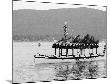 Yacht Etto, Regatta Day, Fort Willam Henry Hotel, Lake George, N.Y.--Mounted Photo