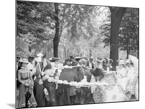 Bi-Centenary Celebration, Floral Parade, Carriage of Mrs. F.F. Ingram, Detroit, Mich.--Mounted Photo