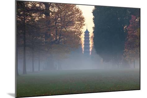 The Pagoda at Twilight in Kew Gardens, UNESCO World Heritage Site, Kew, Greater London, England, UK-Simon Montgomery-Mounted Photographic Print