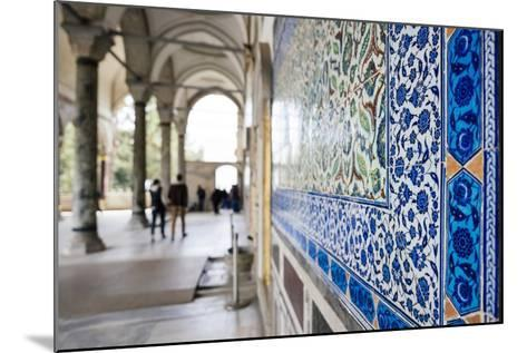 Interior of Topkapi Palace, Sultanahmet, Istanbul, Turkey-Ben Pipe-Mounted Photographic Print