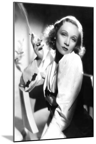 Ange Angel De Ernstlubitsch Avec Marlene Dietrich 1937--Mounted Photo